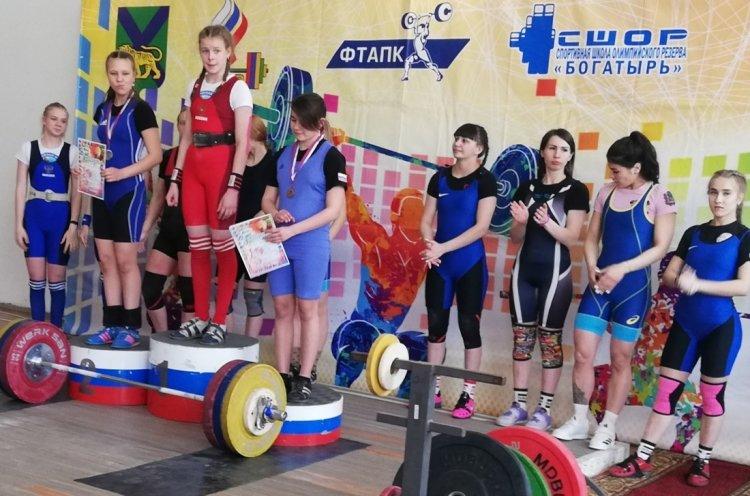 Командный зачет чемпионата края по тяжелой атлетике выиграла сборная Владивостока