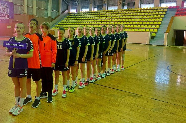 Приморские гандболистки вышли в финал Всероссийских соревнований
