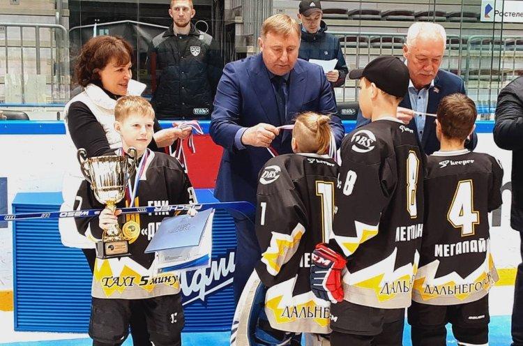Лучшие дворовые хоккейные команды определили в Приморье