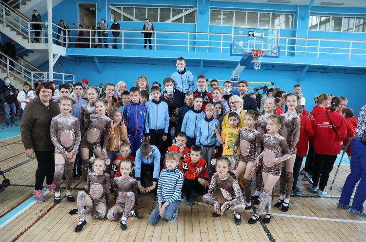 «Вокруг света – за один день лета»: Олег Кожемяко поздравил детей на инклюзивном празднике