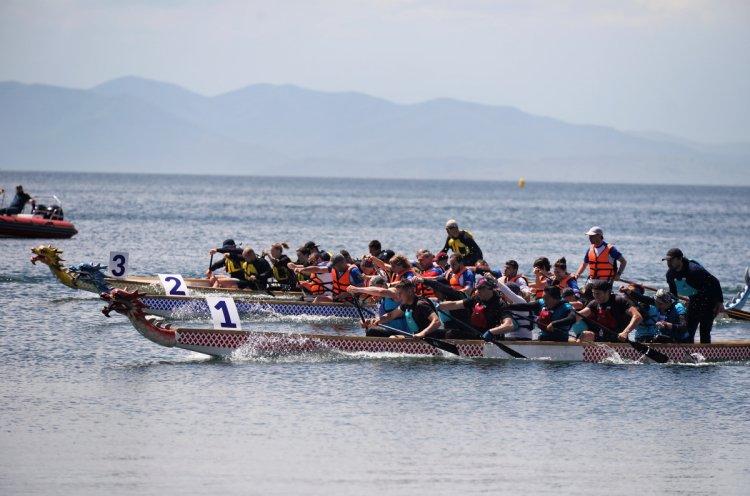 Гребцы на «Драконах» устроили зрелищные гонки в рамках фестиваля Genius Extreme