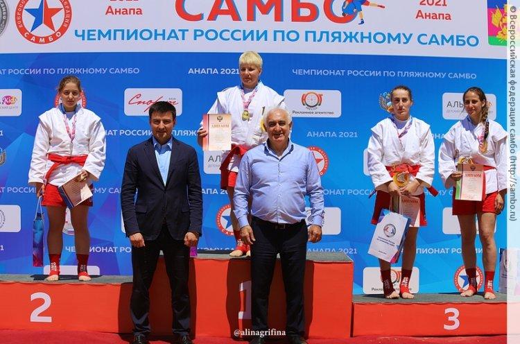 Приморские спортсменки выиграли медали на первом в истории чемпионате России по пляжному самбо
