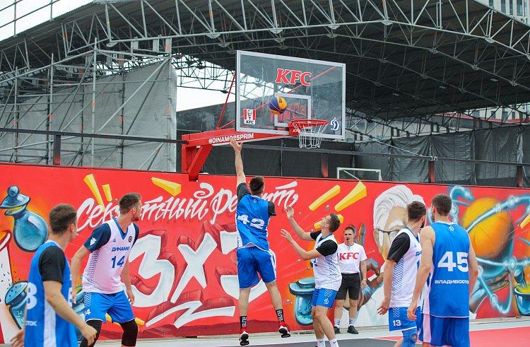 Олег Кожемяко принял участие в открытии первой в Приморье баскетбольной площадки 3x3