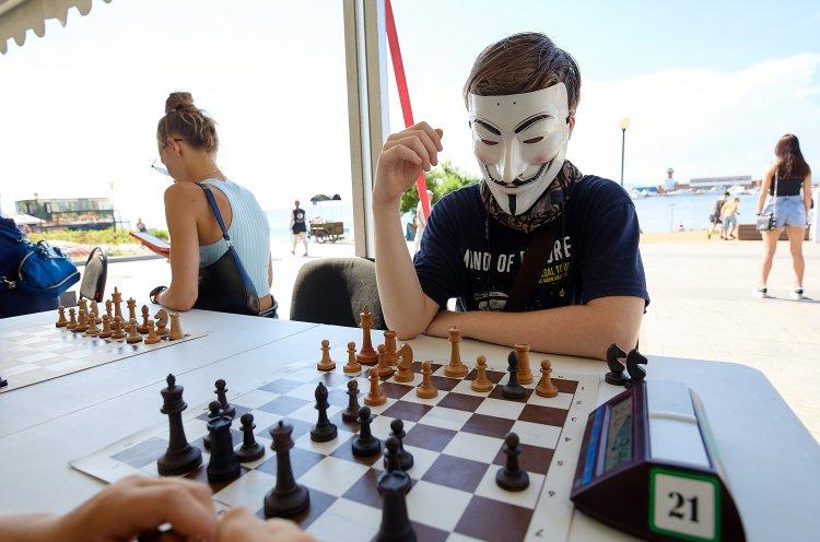 День шахмат отметили во Владивостоке блиц-турниром и игрой по-шведски