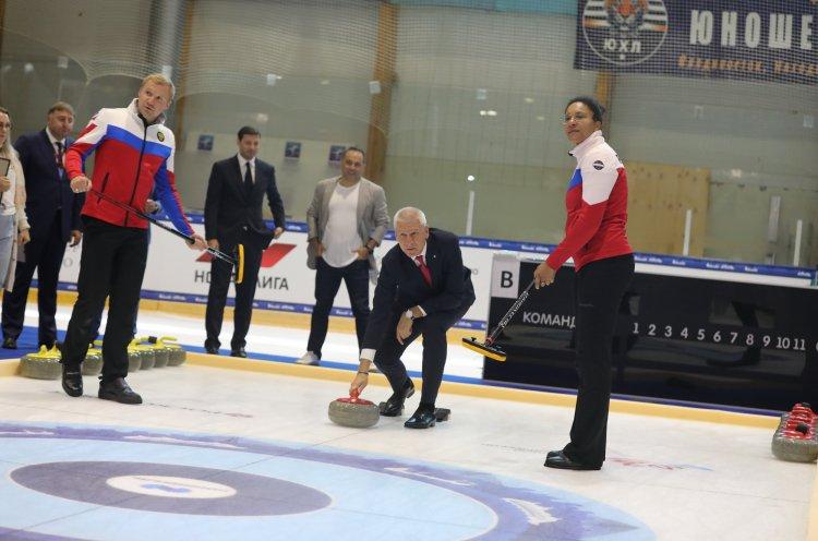 Во Владивостоке стартовал международный турнир по керлингу