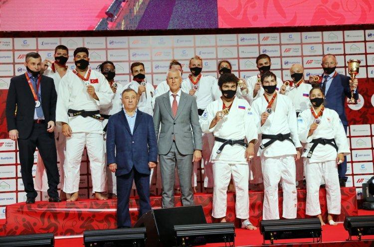 Сборная России одержала победу над сборной мира в турнире по дзюдо имени Дзигоро Кано