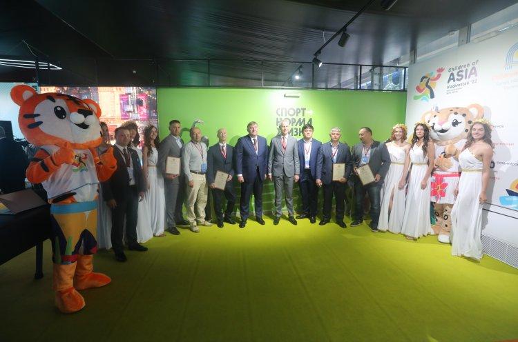 Приморские федерации и спортивные организации наградили благодарностью Министерства спорта России