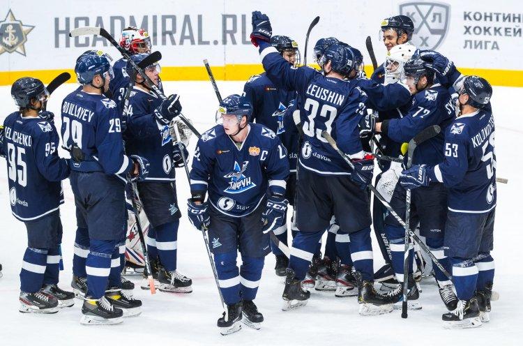 Молодежка «Адмирала» выиграла четвертый матч кряду и занимает первое место турнирной таблицы МХЛ
