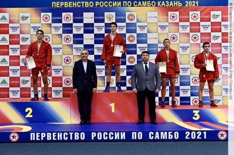 Юные приморские самбисты привезли с первенства России полный комплект медалей
