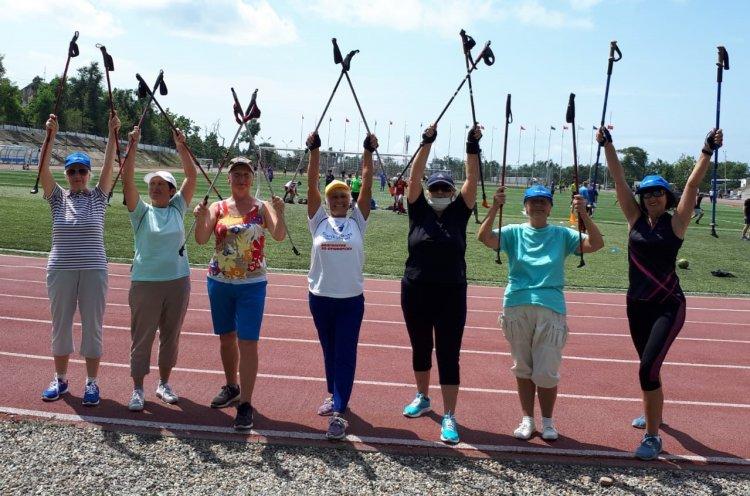 Жителей Приморья приглашают на мастер-классы по скандинавской ходьбе